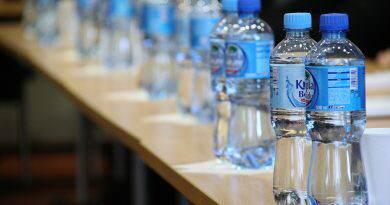 Pechino, biglietti per la metro in cambio di bottiglie di plastica