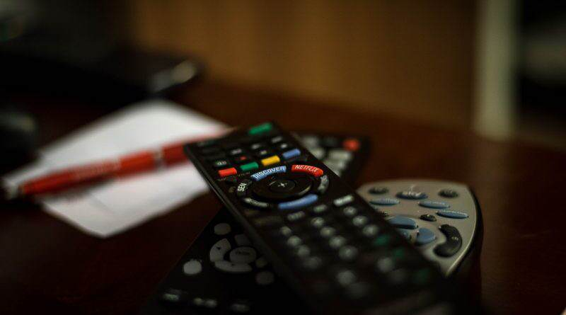 Scontro Sky Mediaset Premium: chi ha più abbonati alla pay tv?