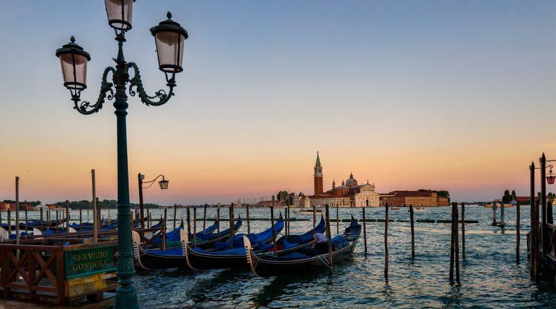 Turismo a Venezia, i residenti contro il degrado